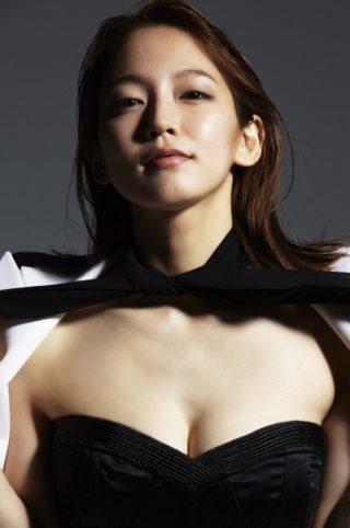 吉岡里帆(女優)最新おっぱい解禁キタ!!久々の巨乳グラビアにファン総勃ち。(※画像あり)