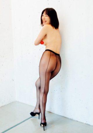 小野真弓クンが乳首をヌード披露!来年1月25日に発売する最新オカズ写真集「赤い花」で遂に乳首を解禁!(※画像あり)