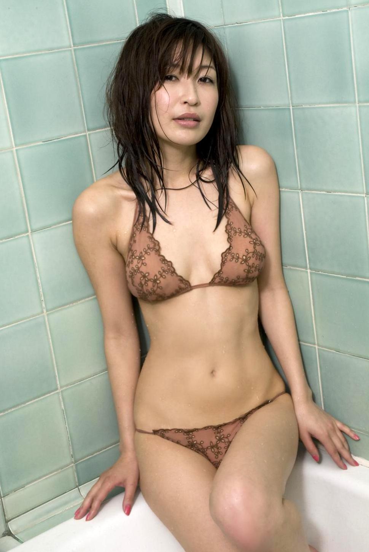 乳首を晒し損なったアコムのお姉さん小野真弓のエロ画像まとめ