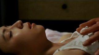 いとうまい子がおっぱい揉まれた映画「愛しのハーフ・ムーン」濡れ場&エロ画像まとめ